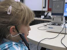 bambini con problemi di udito